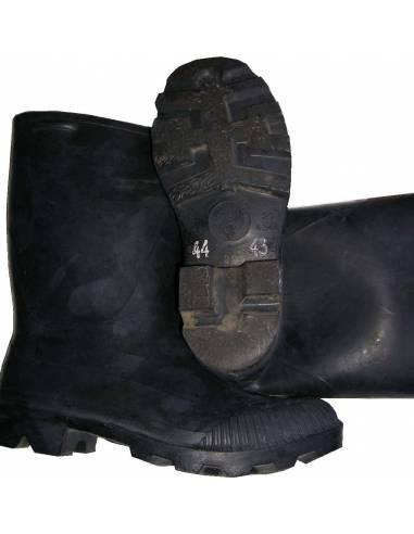 Black boots in natural rubber
